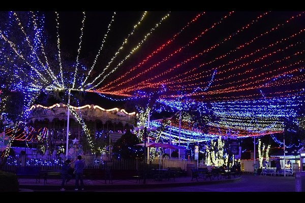 SIX FLAGS PRESENTA CHRISTMAS IN THE PARK3 (2)5