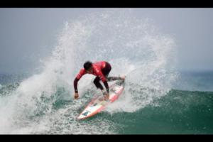 Jhony-Corzo-surfeando-1