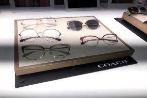 gafas otoño- invierno 2019 para hombre y mujer se inspira en el estilo icónico de la marca,