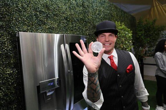 refrigerador que fabrica hielos en forma de esfera