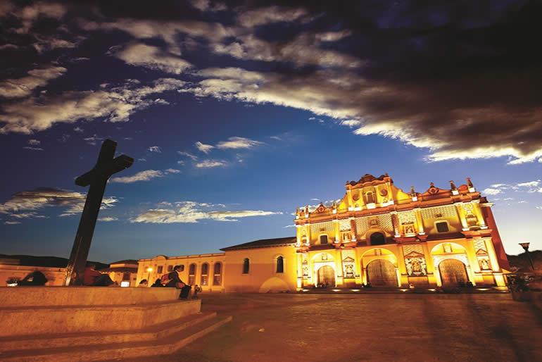 Pueblo Mágico con coloridas calles coloniales y riqueza cultural
