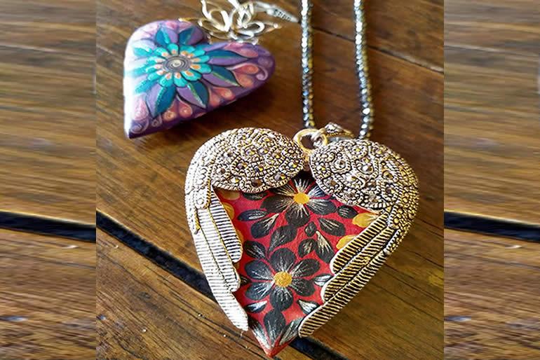 dile-a-mama-cuanto-la-amas-con-una-joya-de-perlas-circonias-o-cristales-deswarovski.jpg