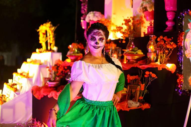celebra-el-dia-de-muertos-en-el-caribe-mexicano1.jpg